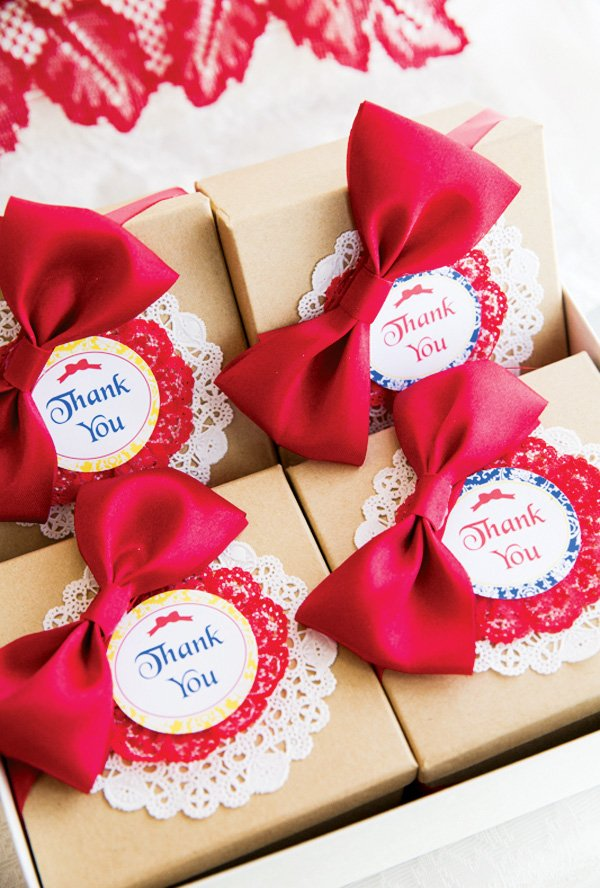 snow white favor boxes with red bows
