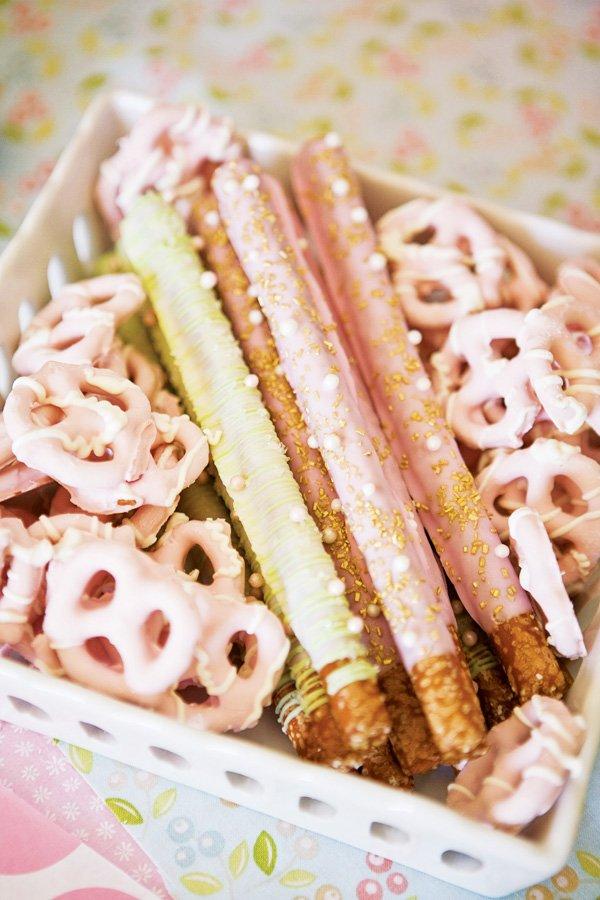 pink dipped pretzels