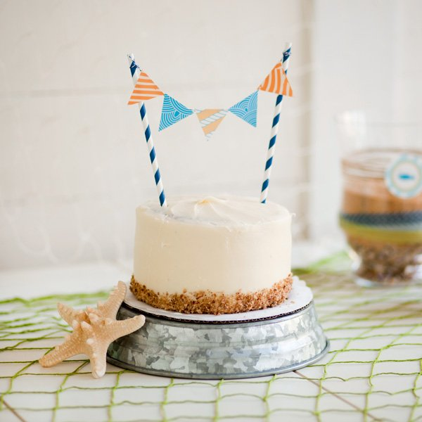 Cake Decorated With Bunting : HWTM