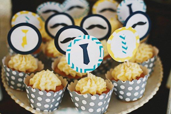mini mustache cupcakes