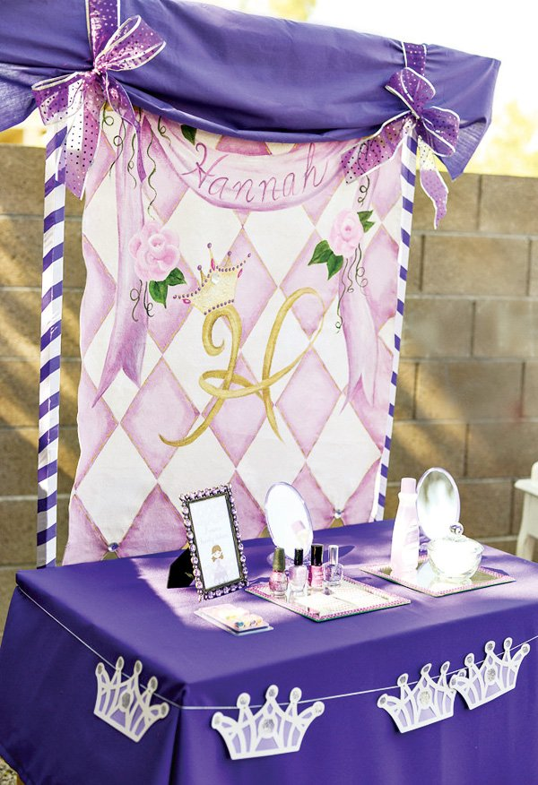 Princess Party with a beauty salon and crown bunting