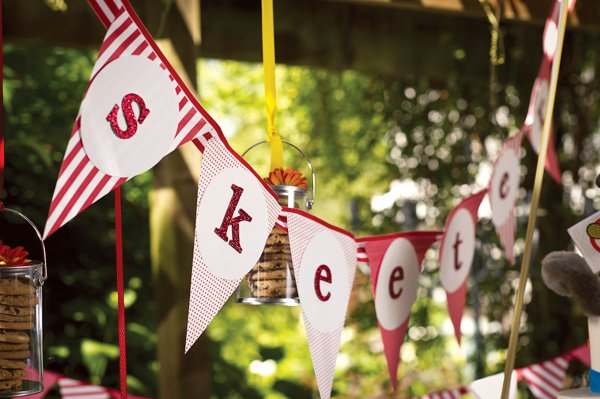 Red & glittery pattern banner