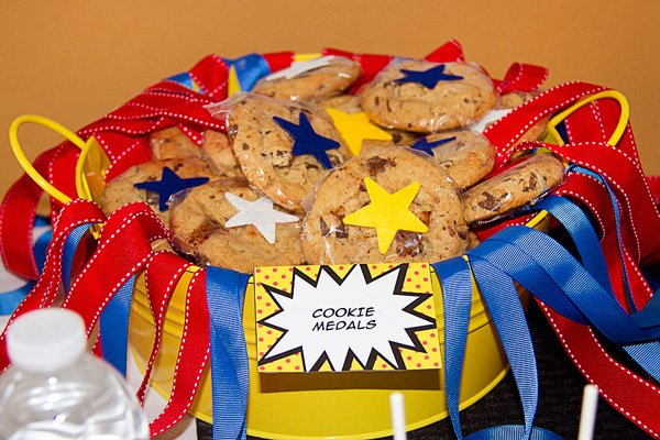 cookie medals for a super hero birthday party