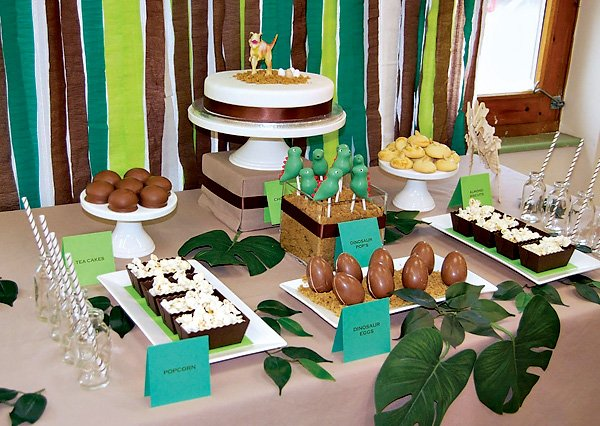 dinosaur dessert table