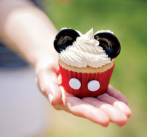 cupcakes at mickey mouse party