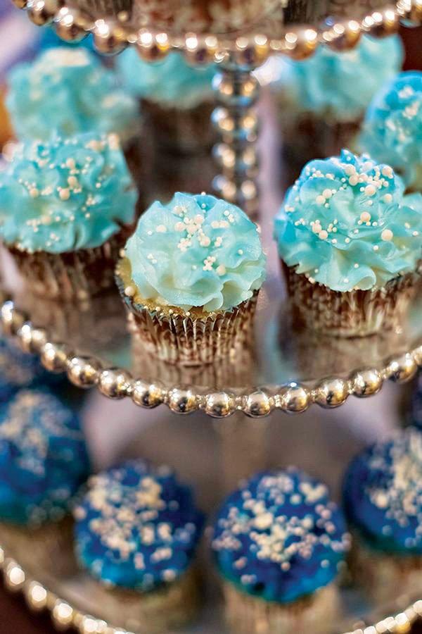 mini blue cupcakes
