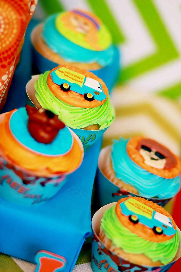Scooby Doo themed cupcakes with Mystery Machine toppers