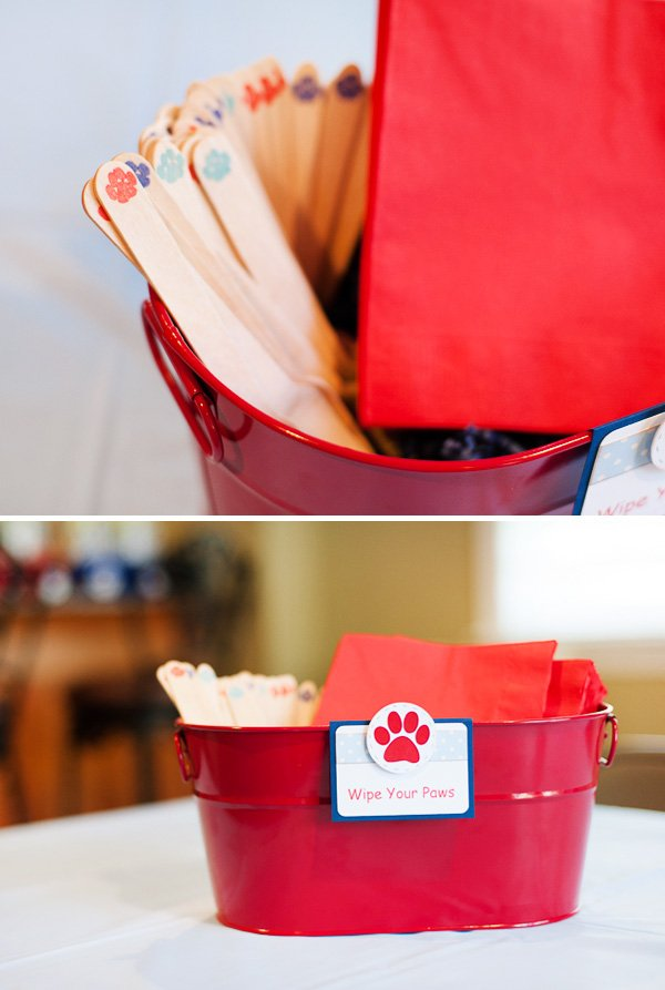 """Wipe your Paws"" Napkin Holder"