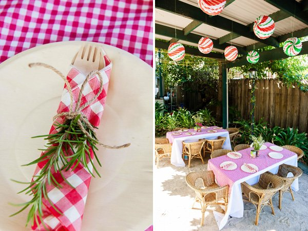 Red gingham napkins with herb & twin nakpin rings