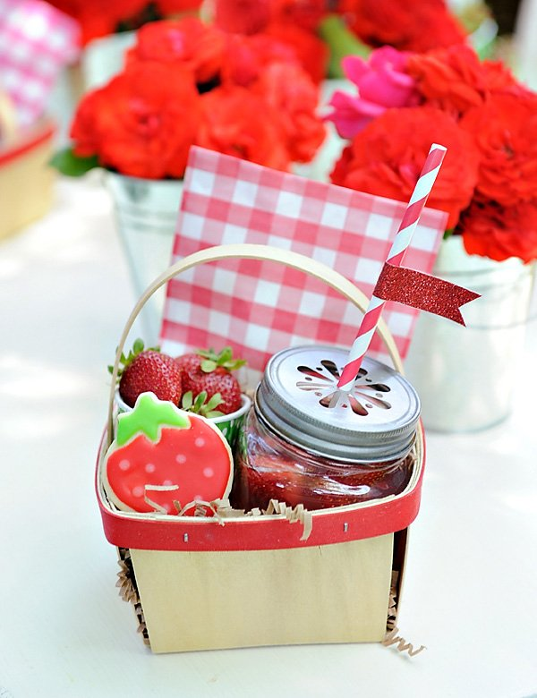 strawberry-picnic