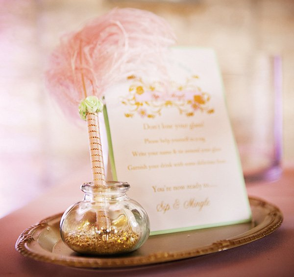 Pink and gold wishes table