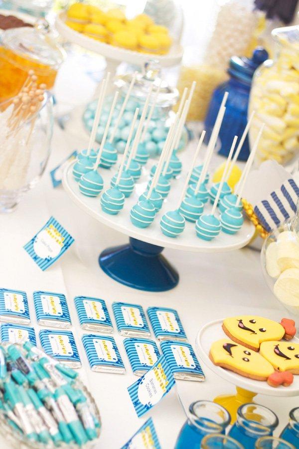 blue cake pops