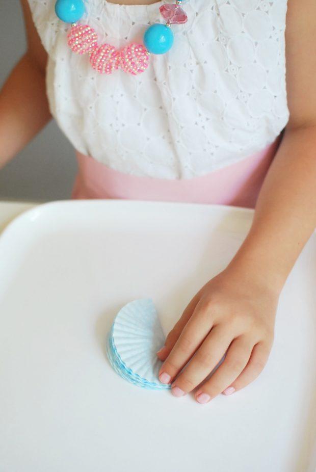 diy tutorial cupcake liner garland