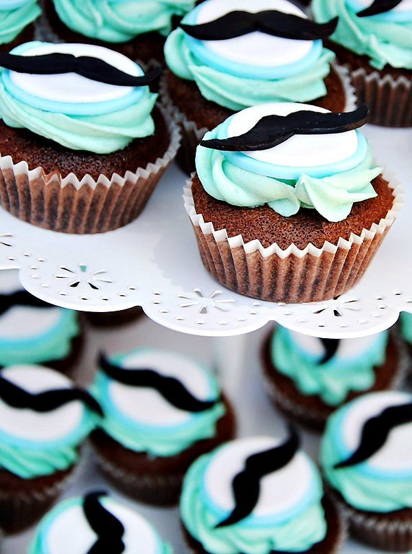 mustache cupcakes