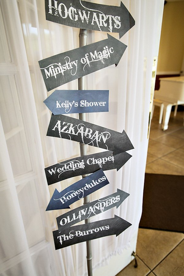 Magical harry potter romance bridal shower hostess for Decoration harry potter