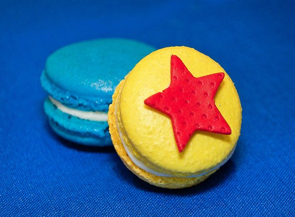 wonder woman macarons