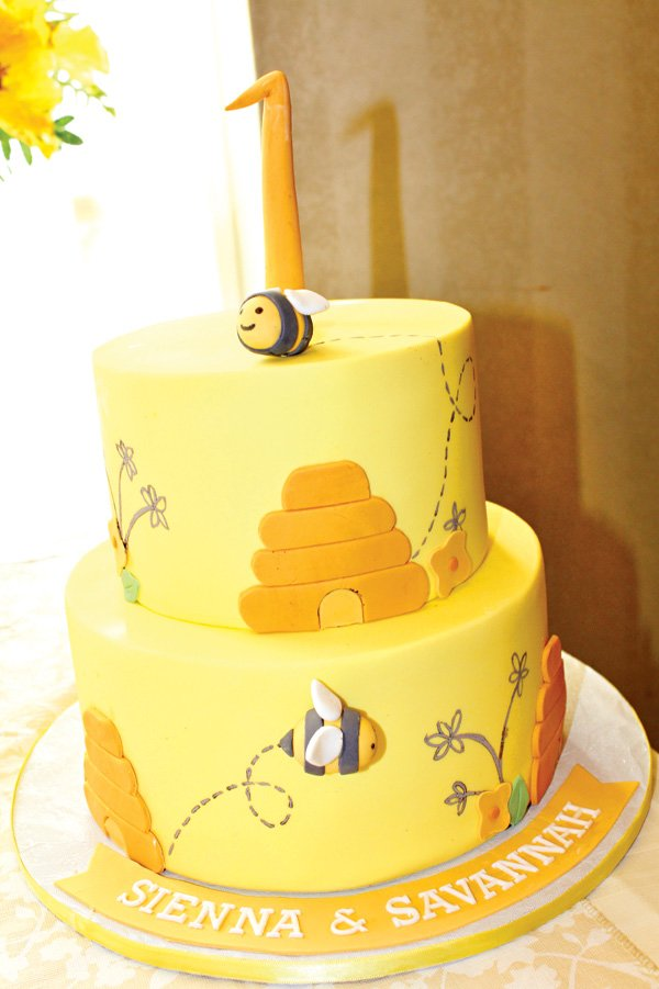 bee themed cake for a first birthday party