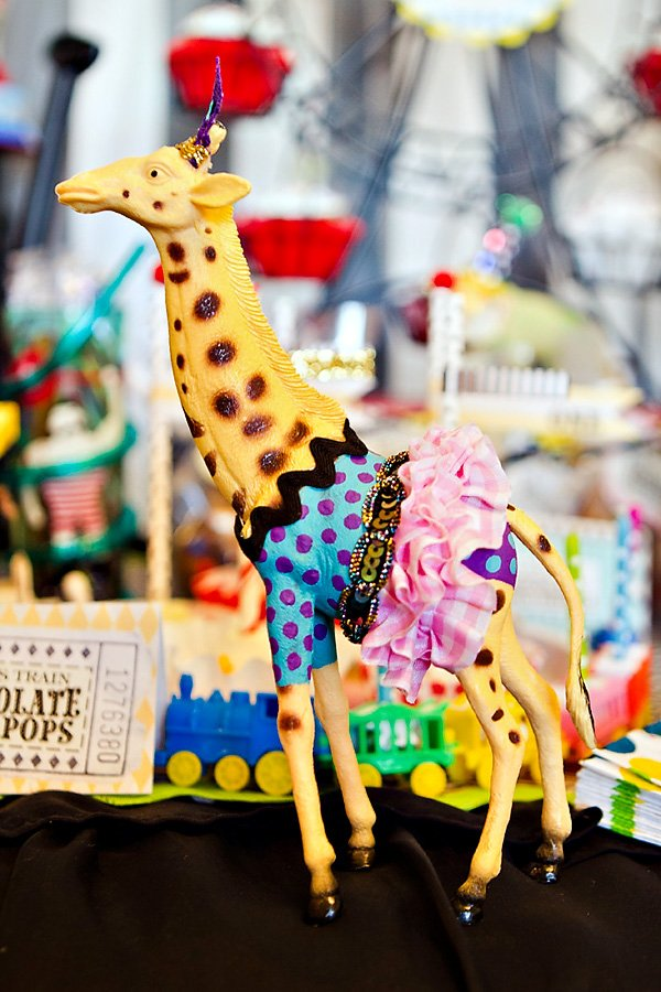 circus giraffe