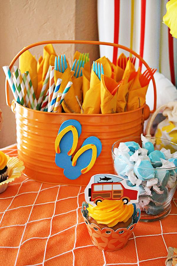 Cheer 39 s to summer surfer style kids pool party ideas for Pool party dekoration