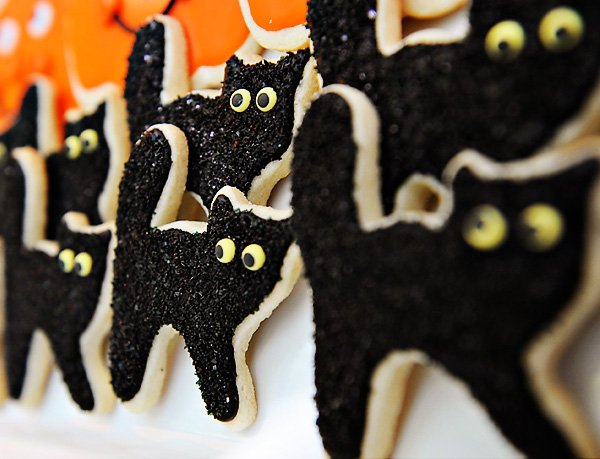 black cat cookies for a kids halloween party