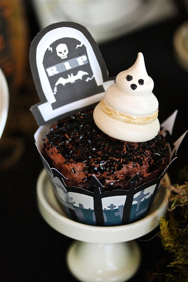 ghost meringue cupcake topper