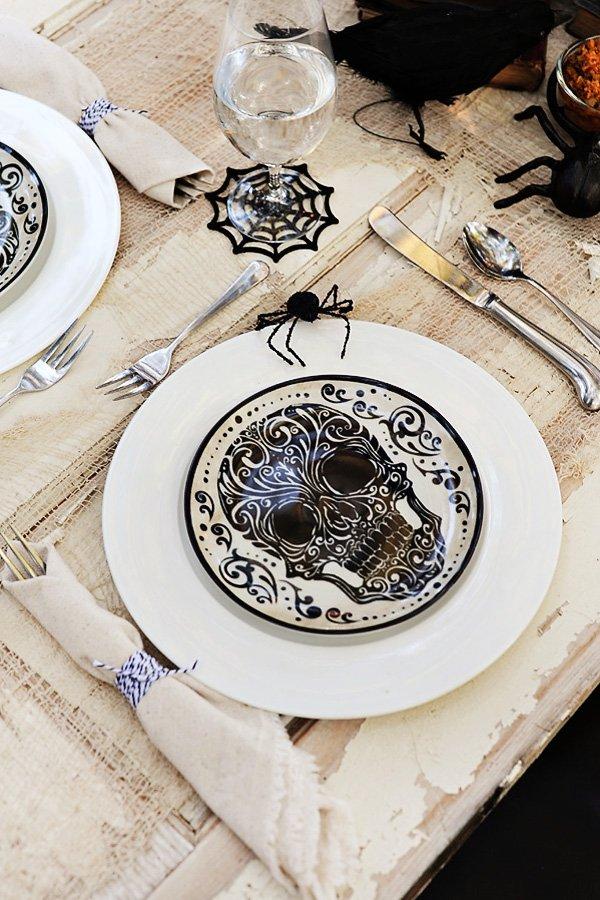 skull plate & Bone Appetit