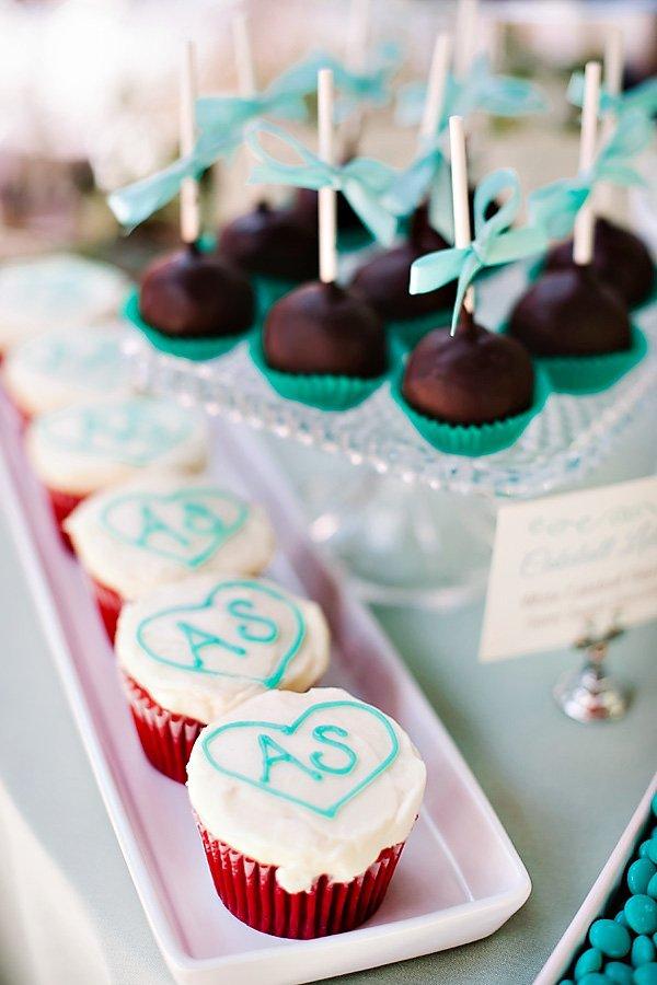 initials cupcakes