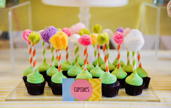 truffula tree cupcakes for a lorax party