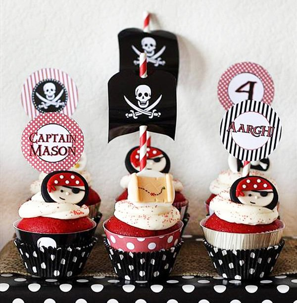 pirate party cupcakes with jolly roger flag topper