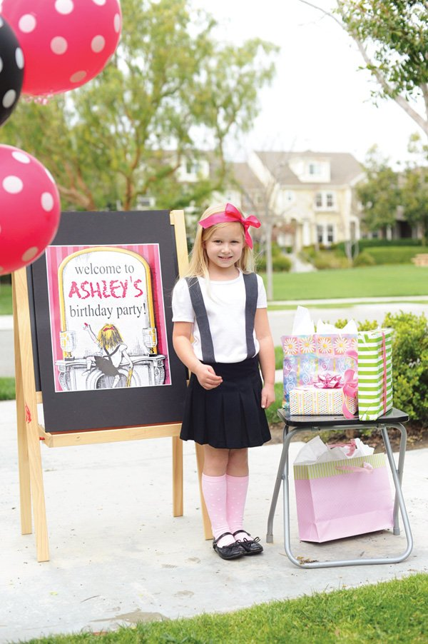 eloise themed birthday party welcome sign