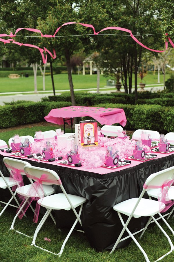 eloise themed pink and black party tablescape