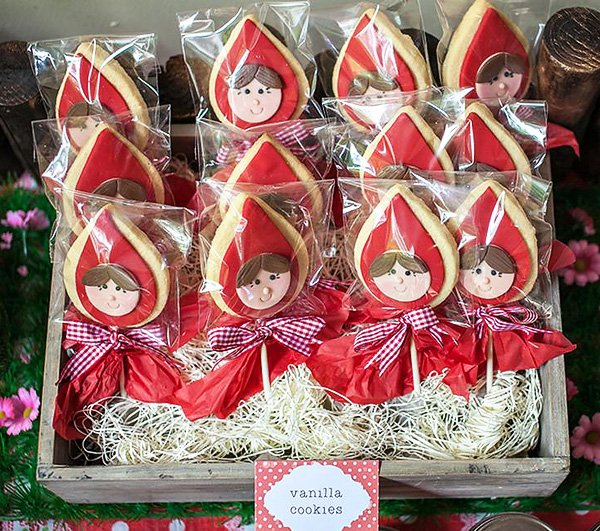adorable little red riding hood cookies
