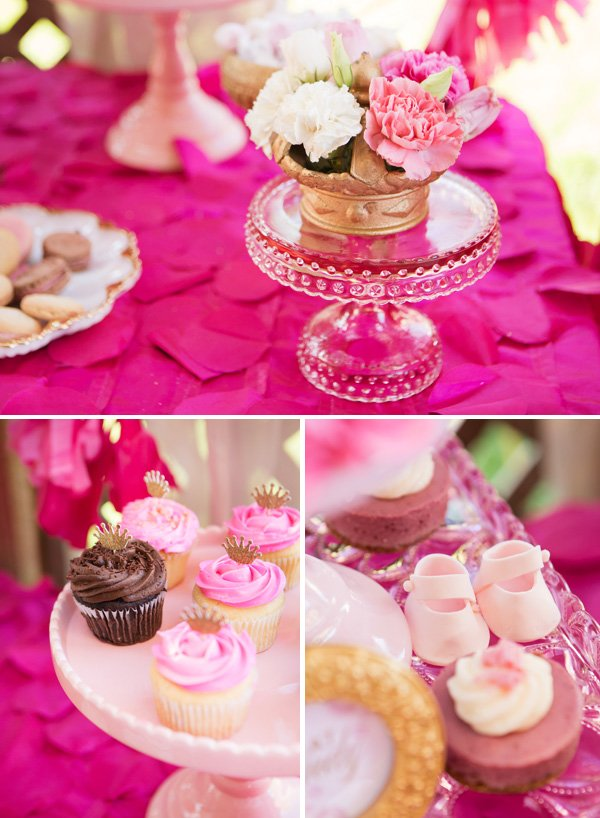 cupcakes with crown toppers