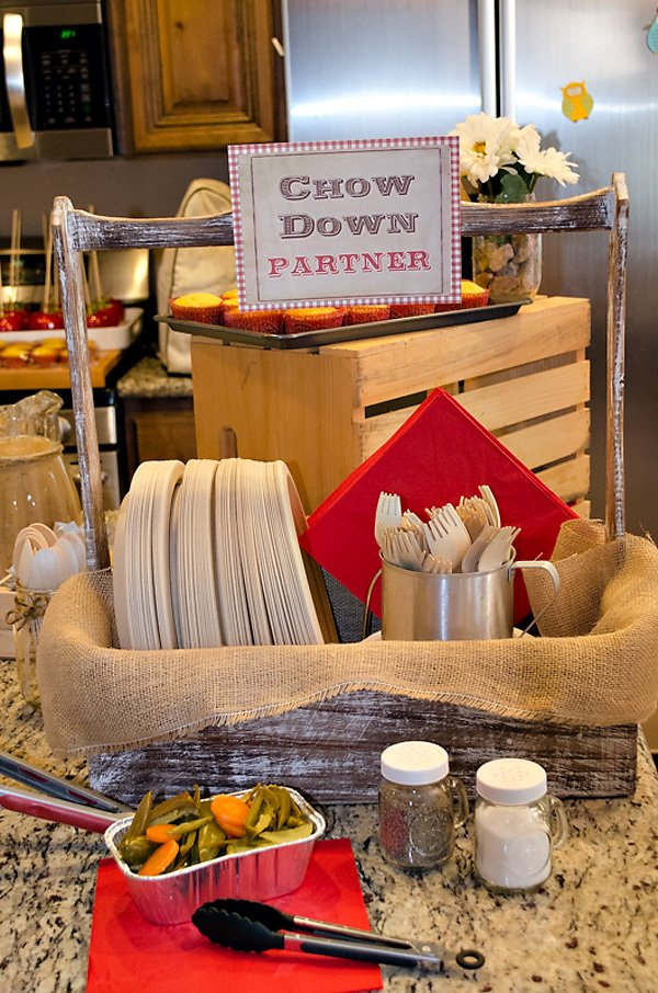 chow down hoedown plates and utensils