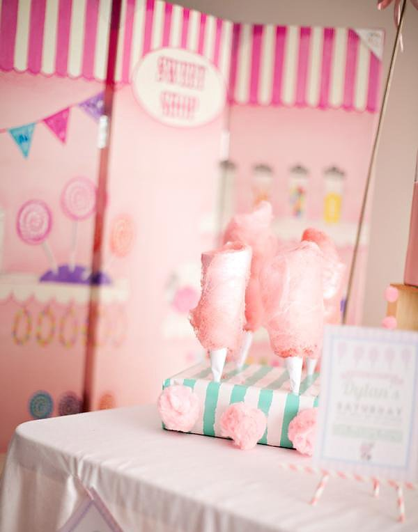 cotton candy present centerpieces for a pink, girl's birthday party