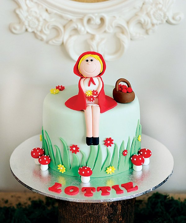little red riding hood cake