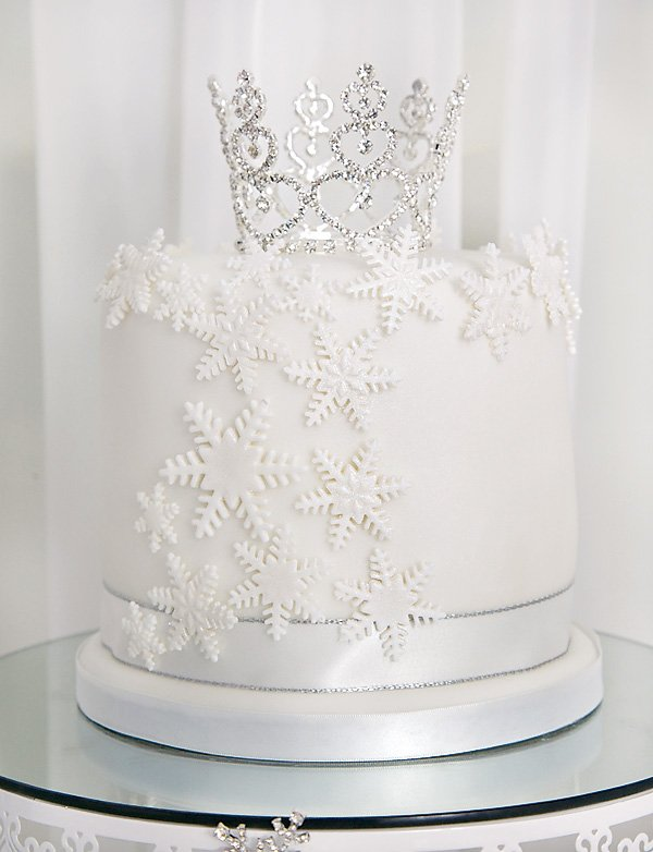 snowflake cake with tiara topper