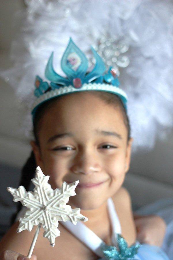 Frozen-fondant-snowflake-lollipops