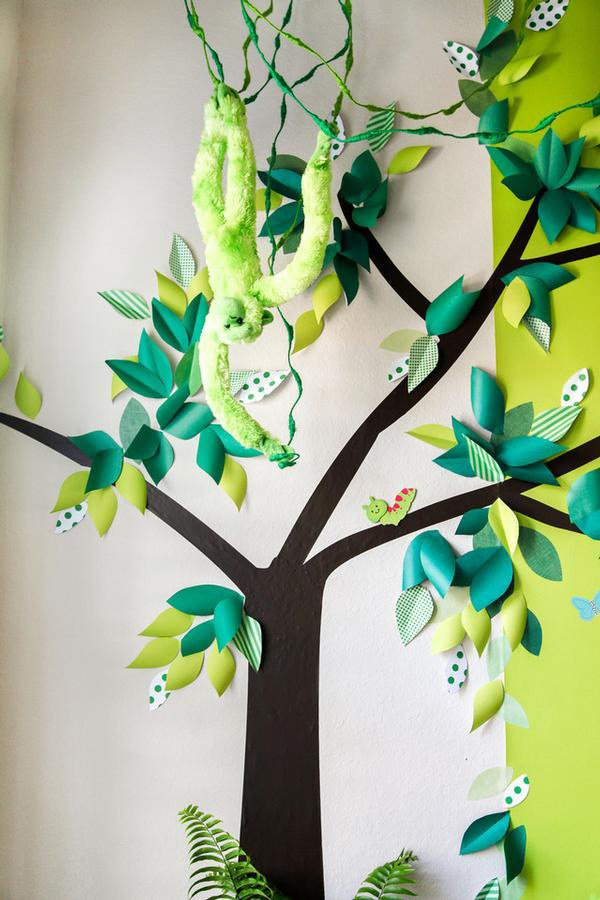 DIY 3d paper leaf and tree backdrop for a safari birthday party
