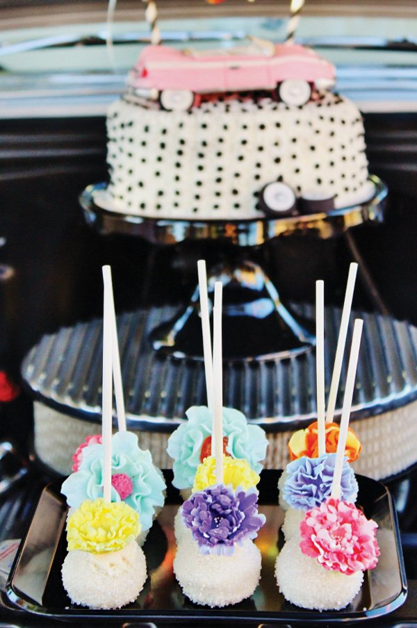 flower topper cake pops