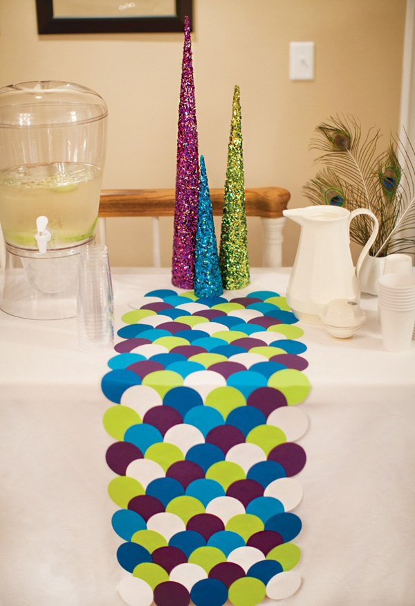 DIY scalloped paper table runner