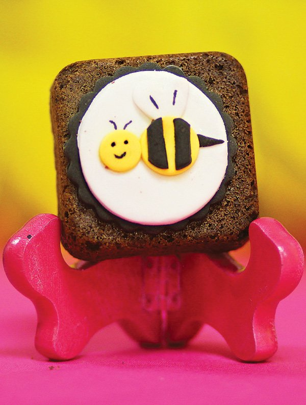 bumble bee brownie