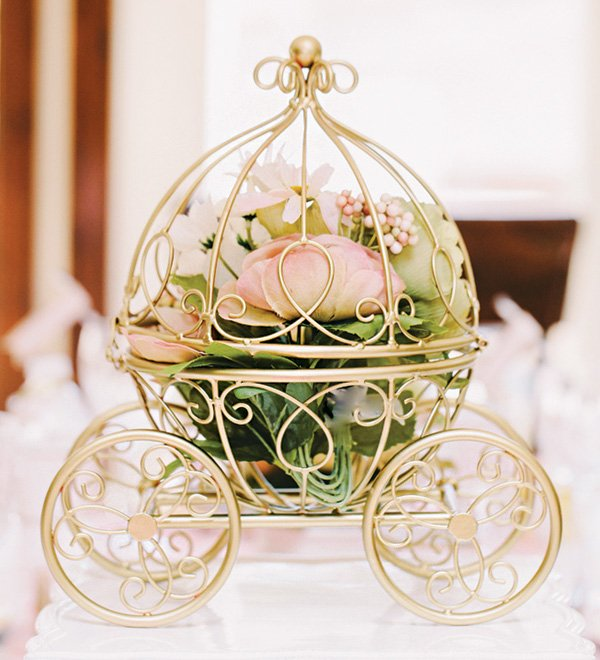 gold carriage flower centerpiece