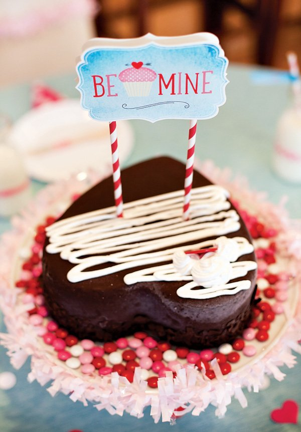 "valentine's day heart shaped ice cream cake that says ""be mine"""
