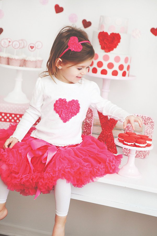 kids valentines day outfit with rosette headband and pink pettiskirt