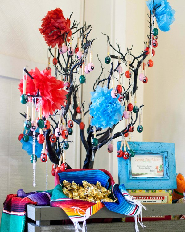 mini maraca party favor tree