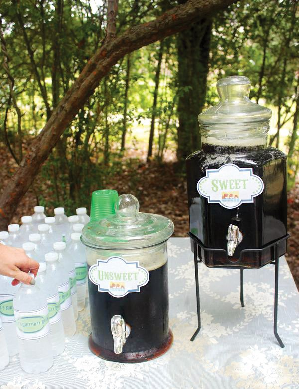 sweetened and unsweetened tea station