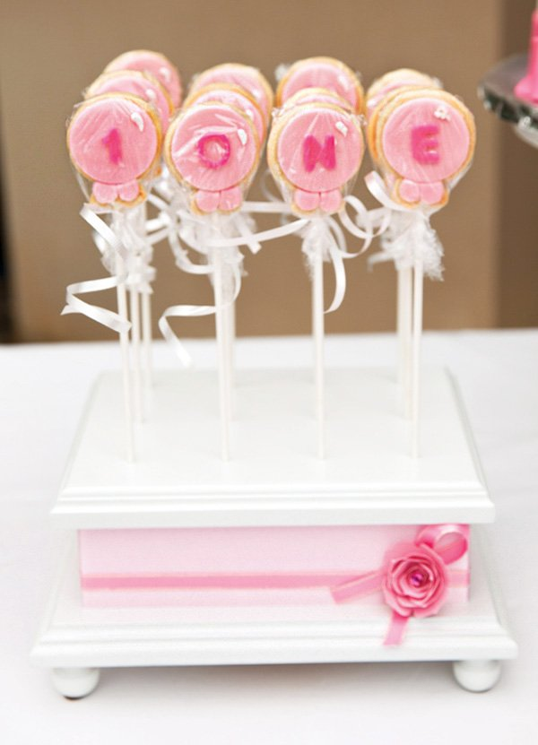 pink balloon cookie pops