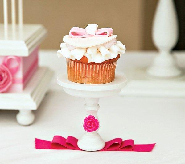 ruffle bow cupcake