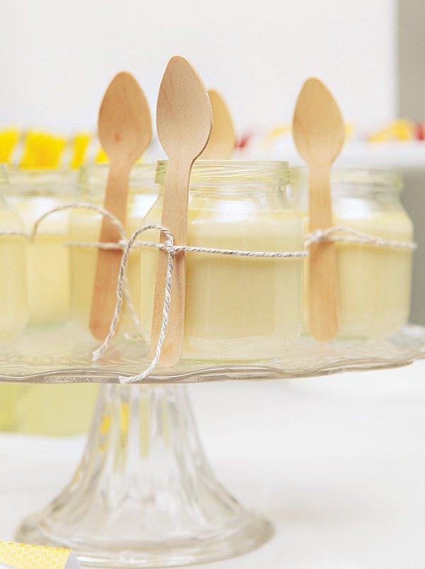 individual yellow vanilla pudding pots